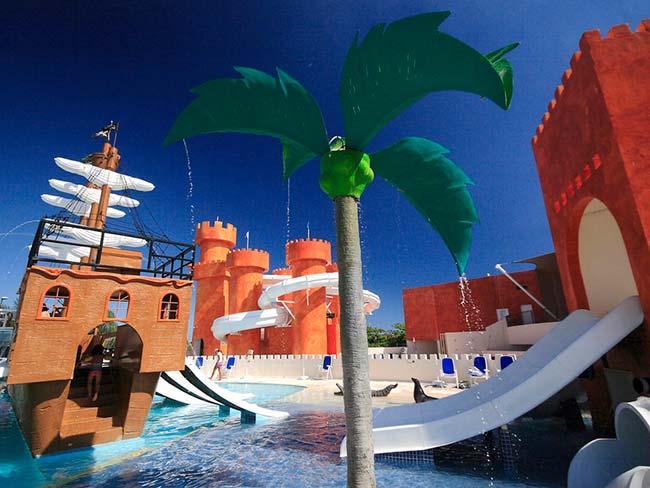 Hoteles ideales para ir con ni os en canc n sal revista - Hoteles con piscinas para ninos ...