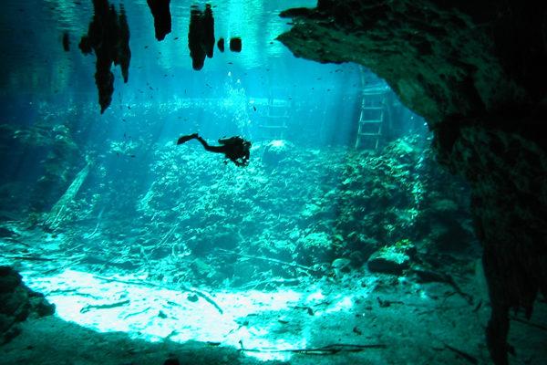 cancun-cenote-diving